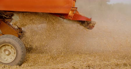 combinar : Close-up of combine harvester on field at farm
