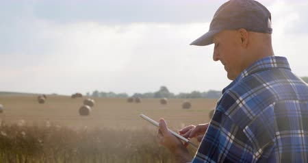 tabuleta digital : Love of Agriculture. Modern Farmer.