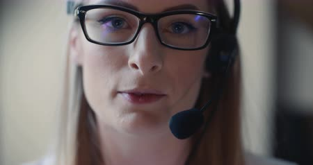 телемаркетинг : Close up ow Woman Working in Call Center