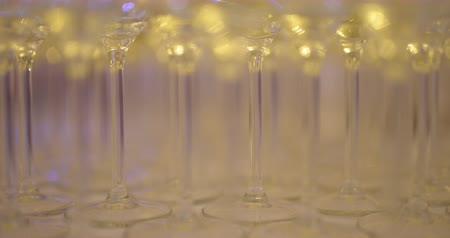 şarap kadehi : Champagne Glasses on Table before party Stok Video