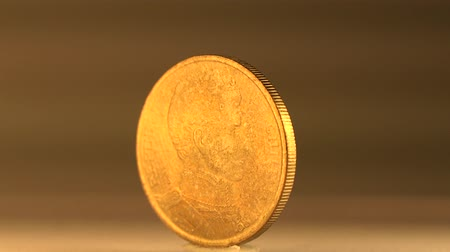 bronz : A Chilean 10 Peso Value The 10 Peso coin of Republic of Chile is made of aluminum bronze,an alloy.