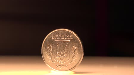 мята : Ukrainian Hryvnia This 1 cent coin of Ukraine has it all to tell its history. Стоковые видеозаписи