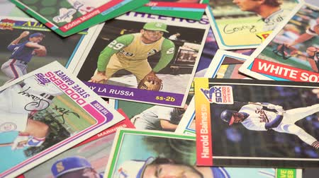 beisebol : Old Baseball Cards Collection Collections of vintage baseball cards with old fashioned baseball player, glove and bat. Stock Footage