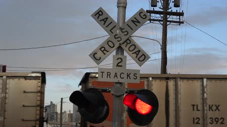 światło : Be guided with this train crossing lights when crossing.