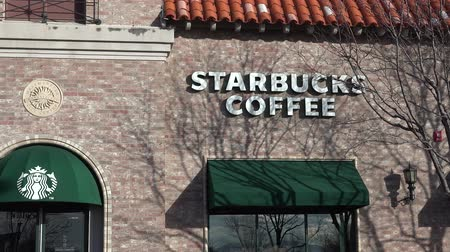 kafeterya : The Starbucks coffee shop is the largest coffee company worldwide.