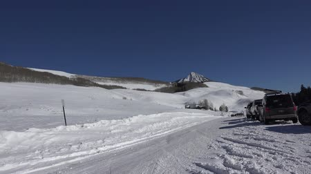harikalar diyarı : Parking area for epic snowshoeing.