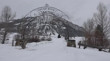 лыжник : A pan of this uber creepy place in Crested Butte Colorado, USA.
