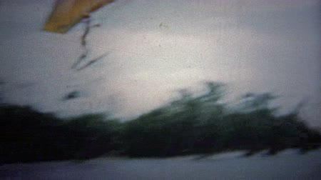 bezmotorové létání : FT. LAUDERDALE, USA - 1957: Waterskiing finale stunt hang-gliding off of a ramp.. Unique vintage 8mm film home movie professionally cleaned and captured in 4k 3840x2160 UHD resolution plus post processing including cinematic retro color correction, manual Dostupné videozáznamy