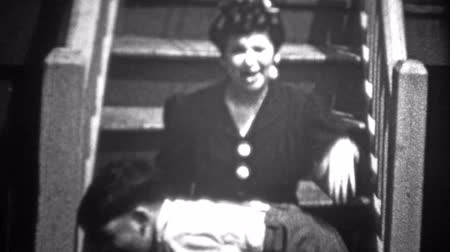 demokratický : NEW YORK CITY - 1943: Boy spanked and then sister saves him and ridicules mom. Original vintage 8mm home movie film professionally cleaned and captured in 4k 3840x2160 UHD resolution plus post processing including cinematic retro color correction, deflick Dostupné videozáznamy