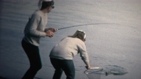 filha : 8mm Vintage 1968 Mom and Daughter Catching Freshwater Fish Colorado Vídeos