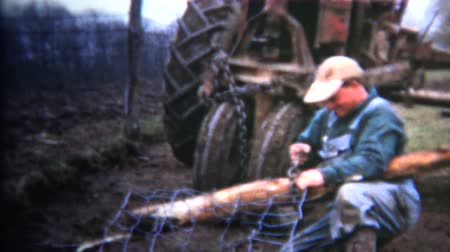 iowa : 8mm Vintage 1952 Iowa Farmer Fixing Fences