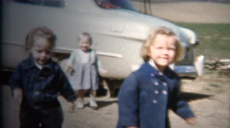 sinematografi : 8mm Vintage 1952 Kids Playing Baby Blue Classic Car. Iowa, USA.