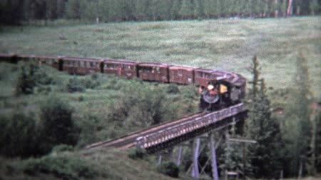 demokratický : CHAMA, NM. USA -1972: Train cross a bridge and pov from inside coal powered engine. Unique vintage 8mm film home movie professionally cleaned and captured in 4k 3840x2160 UHD resolution plus post processing including cinematic retro color correction, manu