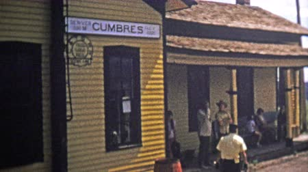 demokratický : CUMBRES PASS, CO. - USA1973: High elevation train station conductor takes tickets and steam locomotive front. Unique vintage 8mm film home movie professionally cleaned and captured in 4k 3840x2160 UHD resolution plus post processing including cinematic re
