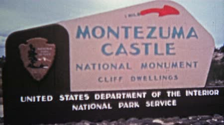 руины : 1972: Montezuma Castle national monument cliff dwellings from native american people. Стоковые видеозаписи