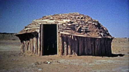 tribo : 1972: Navajo Native American southwest round housing and people selling jewelry.