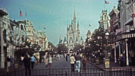 archívum : 1972: Newly opened Walt Disney World entrance and city common commercial gift shopping areas.