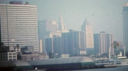 centrum : NEW YORK CITY 1975: World trade center at Battery Park low density of tall buildings.