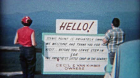 LITTLE ROCK, ARKANSAS 1955: Scenic point retro signs and 50s family enjoying the view. Wideo