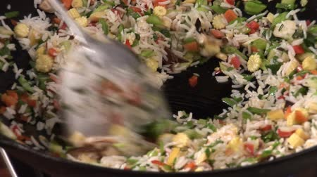 vegetable wok : Cooking vegetable rice in a wok Stock Footage