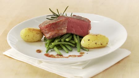 pinky : Beef fillet wrapped in bacon (fillet mignon) with beans and potatoes