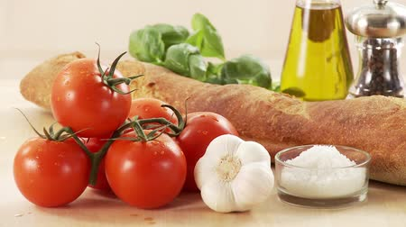 common salt : White bread, tomatoes, garlic, oil, pepper, basil and salt