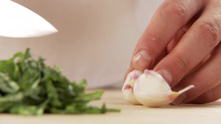 halve : Garlic being peeled and halved Stock Footage