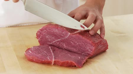 rendelenmiş : Shoulder of beef being sliced Stok Video