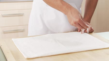 kökenleri : A clean, dry cloth being sprinkled with sugar Stok Video