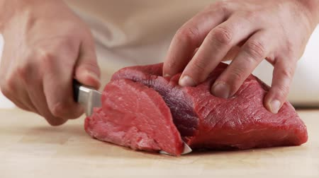 schabowy : Veal shoulder being sliced Wideo