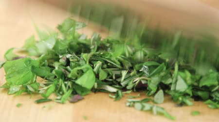 kökenleri : Mixed herbs being chopped