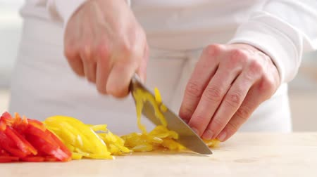 basic steps : Peppers being sliced