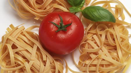 outlinable : Tagliatelle with tomato and basil leaves