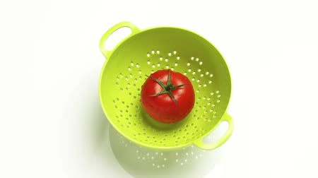outlinable : A tomato in a colander