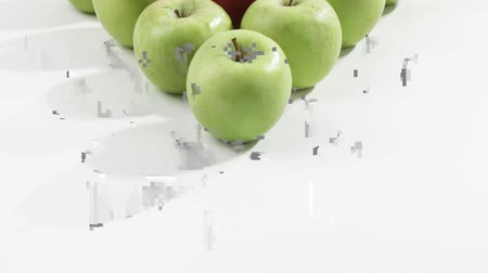 аккуратный : Green apples and one red apple arranged in a triangle