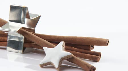 trimmings : Cinnamon sticks, cinnamon stars and star-shaped cutters