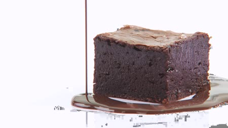 plating food : Pouring chocolate sauce around a brownie Stock Footage