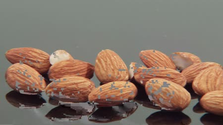 mandula : Shelled almonds