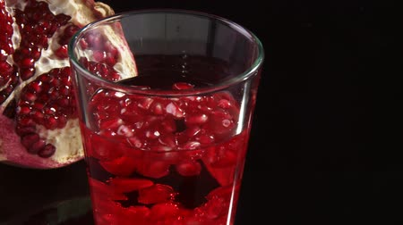roma : Drink with pomegranate seeds
