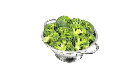 outlinable : Broccoli in a colander