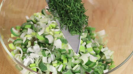 крупные планы : Dill being added to finely chopped spring onions