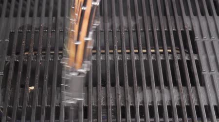 efeito : Garlic baguette being turned on a grill Stock Footage