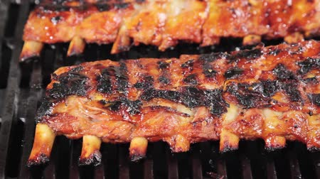 ribs : Spare ribs on a barbecue Stock Footage