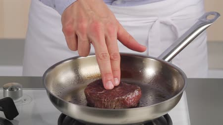 pinky : Testing the doneness of a fillet steak using the finger method (medium)