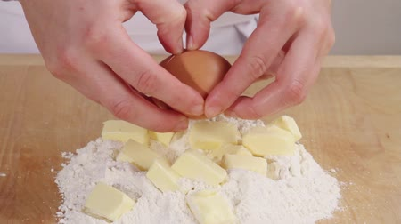 basic technique : Chopped butter on a pile of flour and an egg being cracked on top