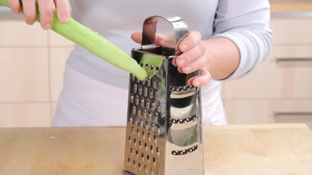 basic technique : Half a cucumber being grated