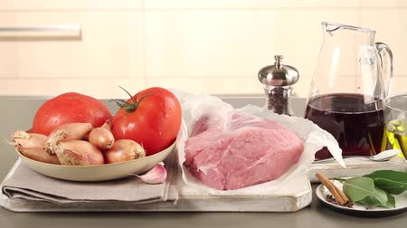 veal recipe : Ingredients for stifado (Greek meat ragout)
