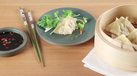 bamboo steamer : Dim sum with soy and chilli sauce Stock Footage