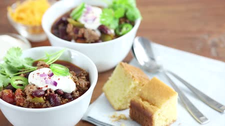 specialties : Chilli con carne with sour cream and corn bread