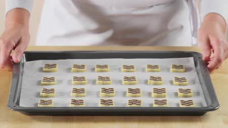 origens : Raw chocolate and vanilla biscuits on a baking tray Vídeos